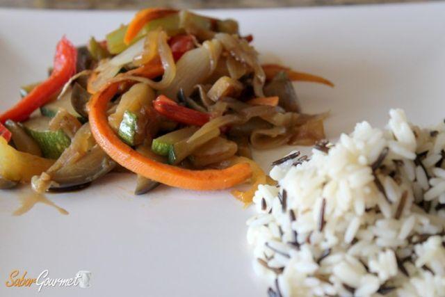 wok_de_verduras_arroz_salvaje