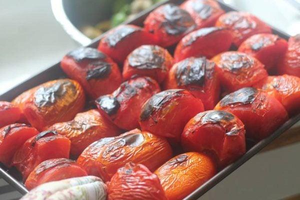 8-maneras-de-convertir-una-lata-de-tomates-en-una-rica-comida-tomates-asados