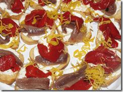 Canapés de anchoa y tomates