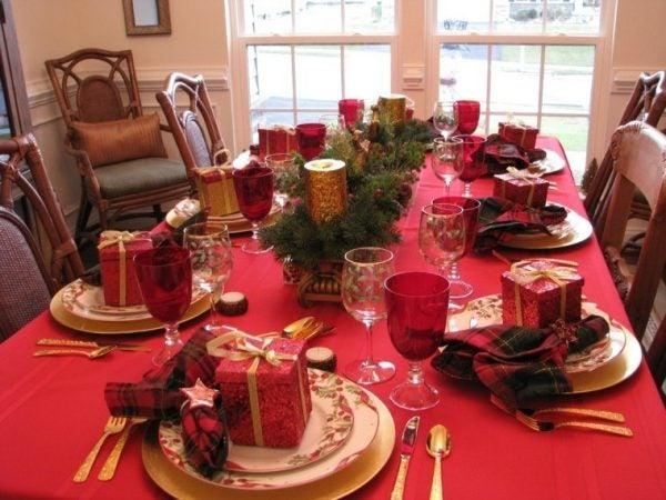 decoracion-mesa-navidad-mantel-color-rojo