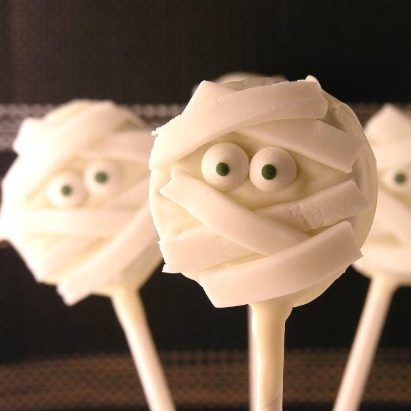 recetas-halloween-momias-de-oreo