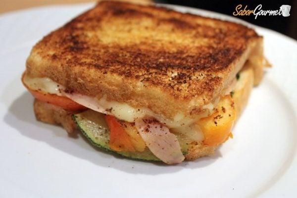 Sandwich de pavo queso tetilla y verduras