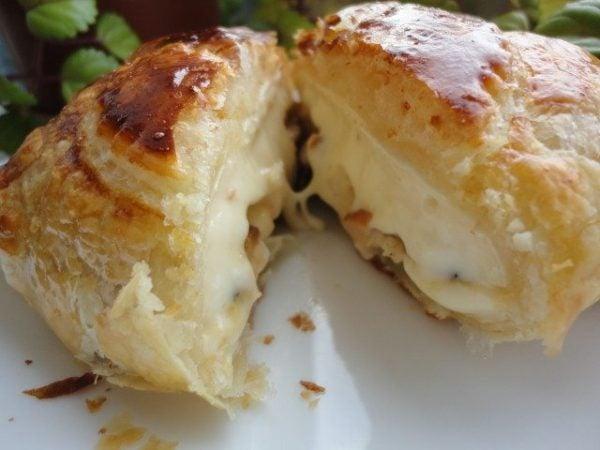 aperitivos-para-nochevieja-hojaldre-de-queso-camembert-y-manzana