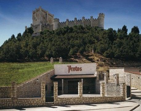Bodegas Protos bajo castillo Peñafiel