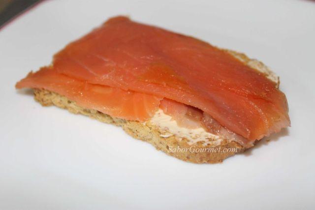 canapé de salmón ahumado