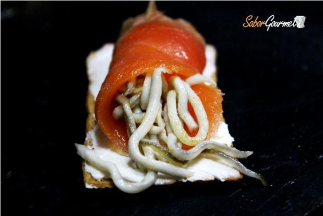 canape salmon y gulas