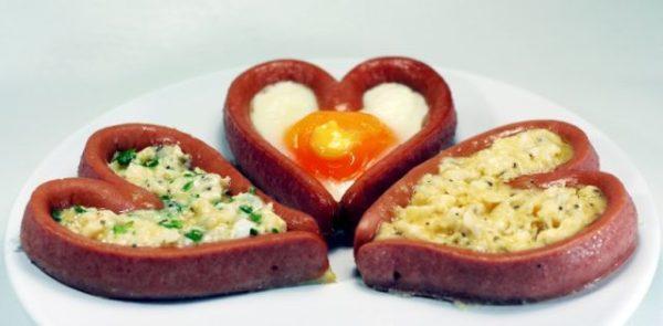cena-romantica-san-valentin-corazones-salchicha