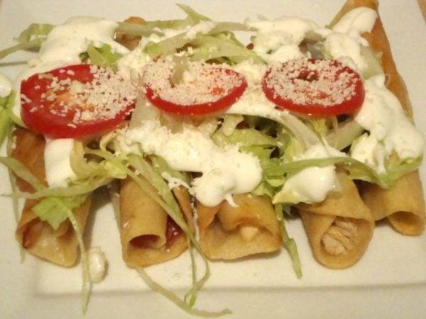 chilaquiles-hondureños-preparacion-presentacion