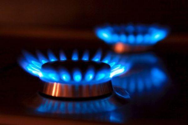 Erdgas Flammen mit Spiegelung