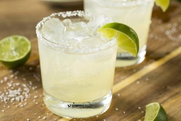 Cocktails para una cena con amigos margaritas