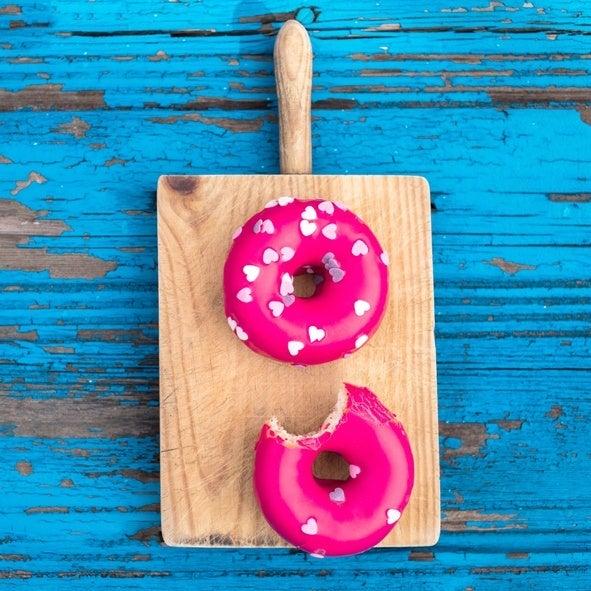 Como hacer donuts para san valentin con glaseado rosa