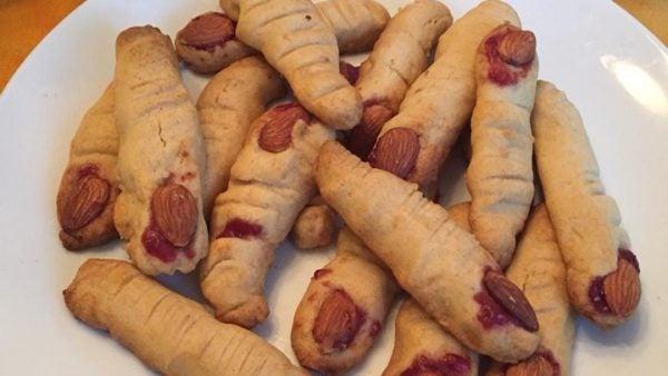 dedos-de-bruja-para-halloween-dedos-gordos-con-almendras