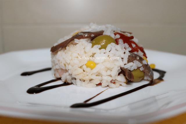 ensalada arroz con anchoas y gambas