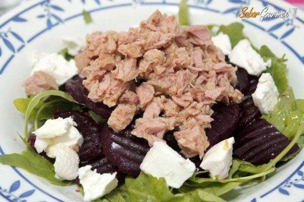 ensalada-canonigos-remolacha-atun