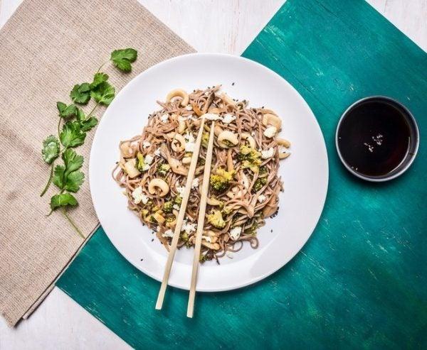 De 20 recetas de ensalada de pasta fr a para hacer en casa for Ensalada de pasta integral