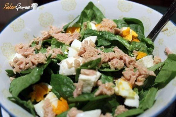 ensalada-espinacas-atun-huevo