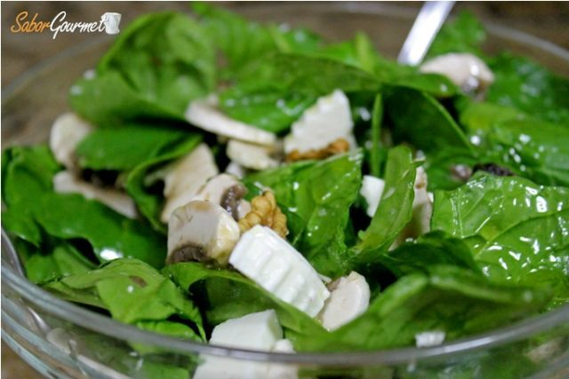 ensalada espinacas champiñones
