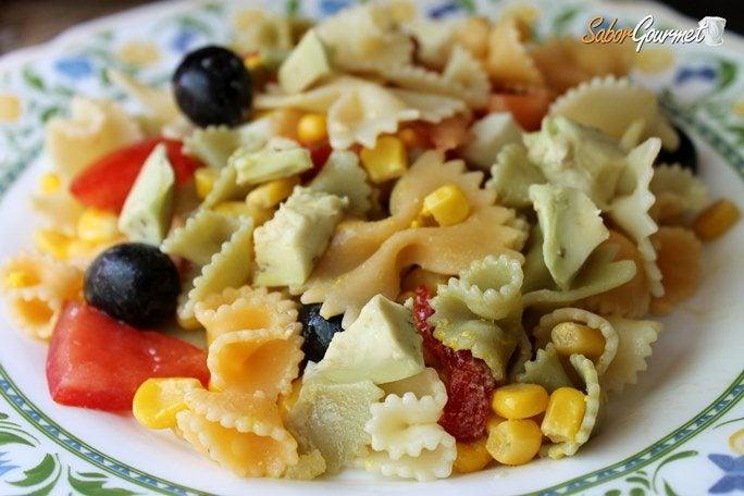 ensalada-pasta-aguacate