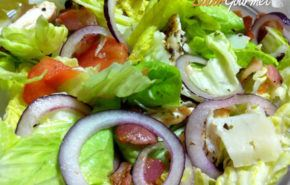 Ensalada templada: Pollo, bacon y lascas de queso