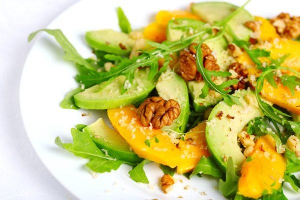Ensaladas con aguacates mango