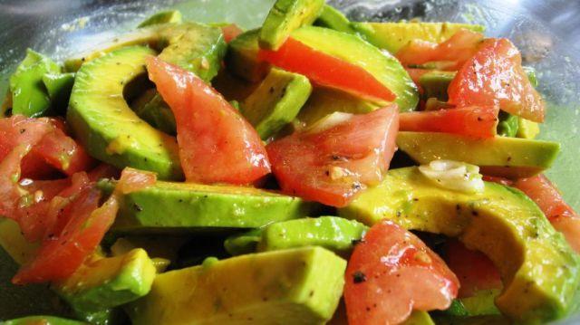 ensaladas-con-aguacates-para-verano-2014-tomates