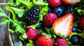 10 ensaladas con frutas a las que no podrás resistirte este verano
