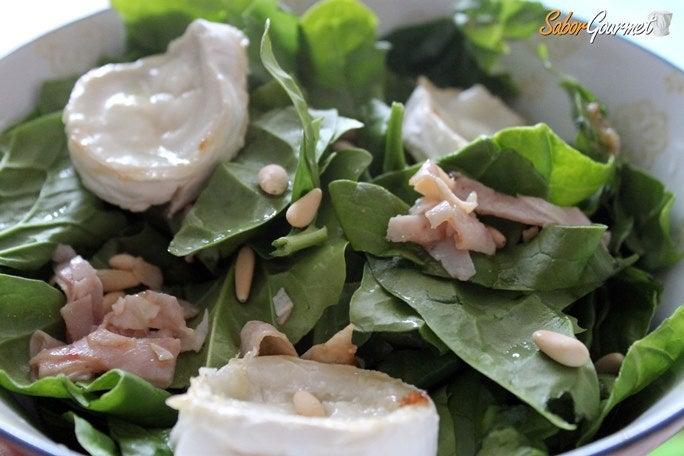 espinacas-queso-cabra-piñones