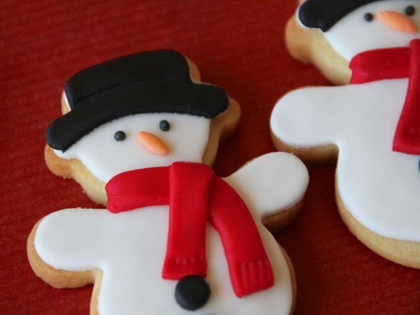galletas-de-navidad-decoradas-con-fondant-muneco-de-nieve