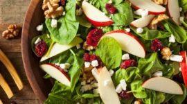 Ensalada de hortalizas y manzana