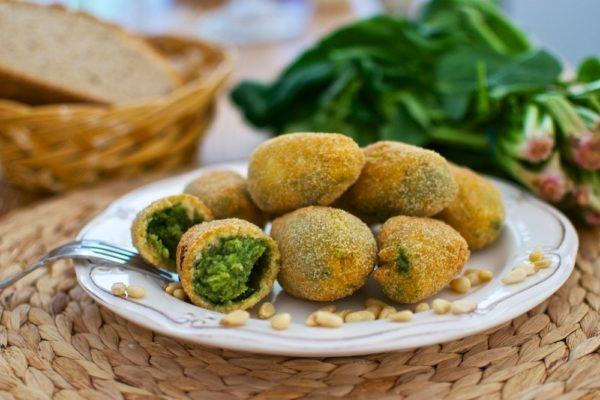 mesa-de-navidad-para-vegetarianos-croquetas-de-espinacas