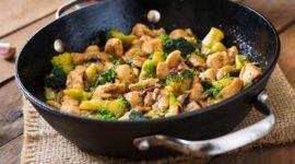 Pollo con brócoli estilo chino