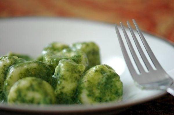 receta-vegetariana-para-navidad-noquis-de-espinaca-noquis-de-espinaca-con-salsa-de-mantequilla-y-hierbas