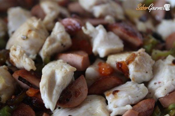 relleno-pollo-salchichas