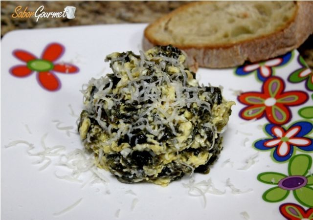 revuelto algas y queso