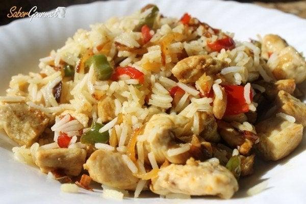 Salteado de pollo al curry con arroz basmati for Como cocinar pollo al curry