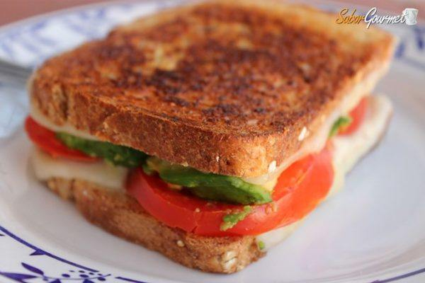 sandwich-queso-y-aguacate