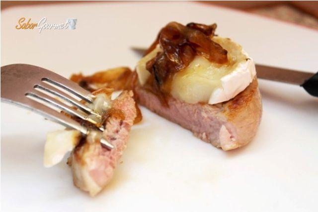 solomillo queso cabra y cebolla caramelizada
