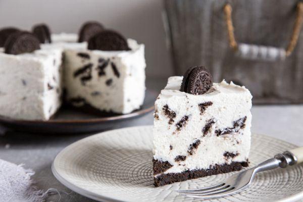 tarta-helada-de-oreo-dulce-de-leche-y-chocolate-istock