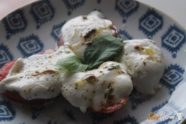 tomates-mozzarella-al-horno-albahaca