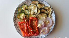 Verduras al horno con queso de cabra y miel